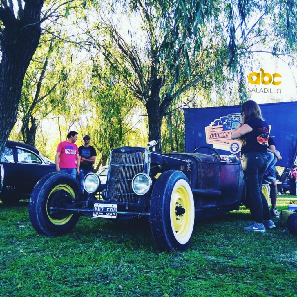 Jornada a puro autos en el automóvil club Saladillo