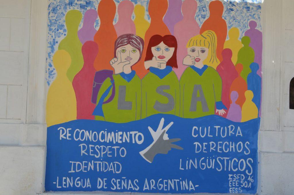 En el marco del Día Mundial del Lenguaje de Señas, pintaron un mural en La Ferretería