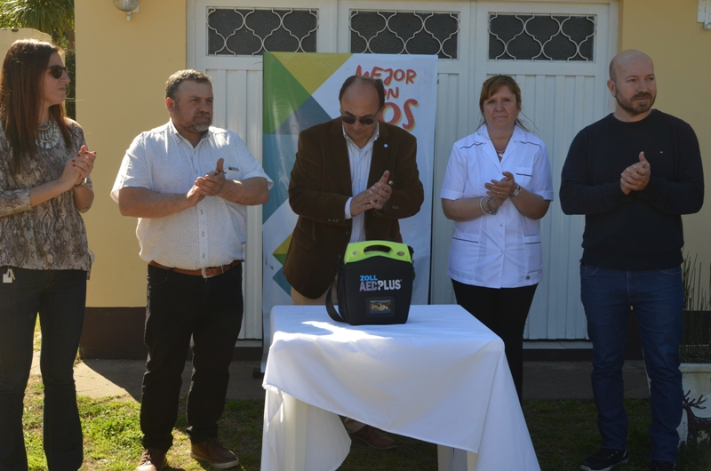 Los CAPS de las localidades saladillenses van equipándose con desfibriladores