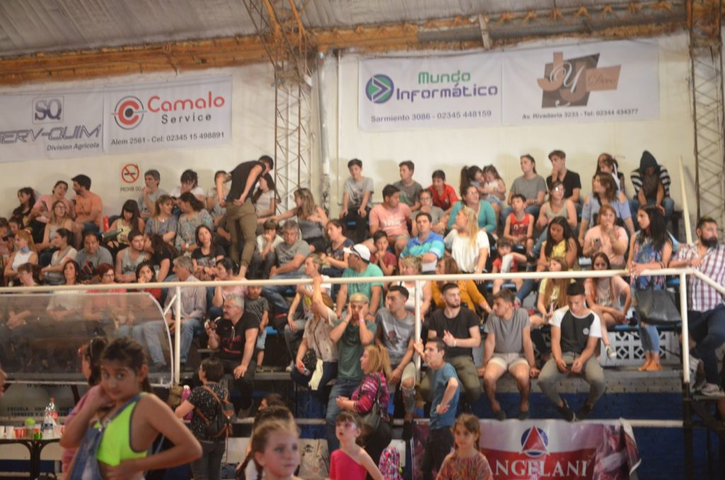 Una multitud acompañó el arte local en un exitoso 'Saladillo Baila'
