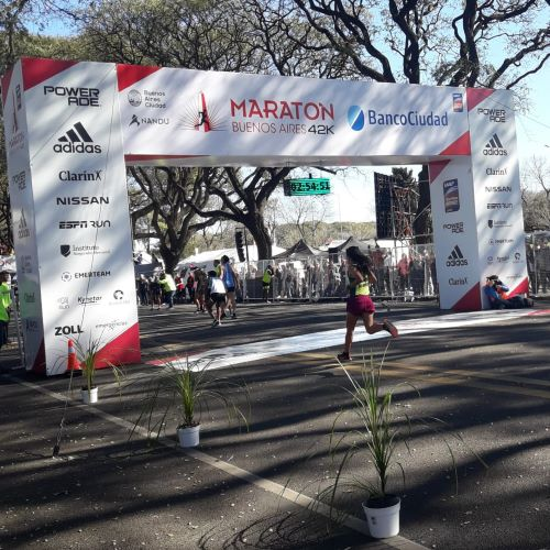 Gran carrera de Francisca Almirón en los 42K de Buenos Aires