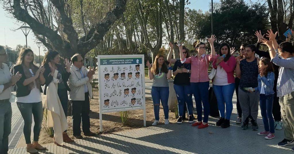 Se colocó un Alfabeto Manual Argentino en nuestra Plaza Principal