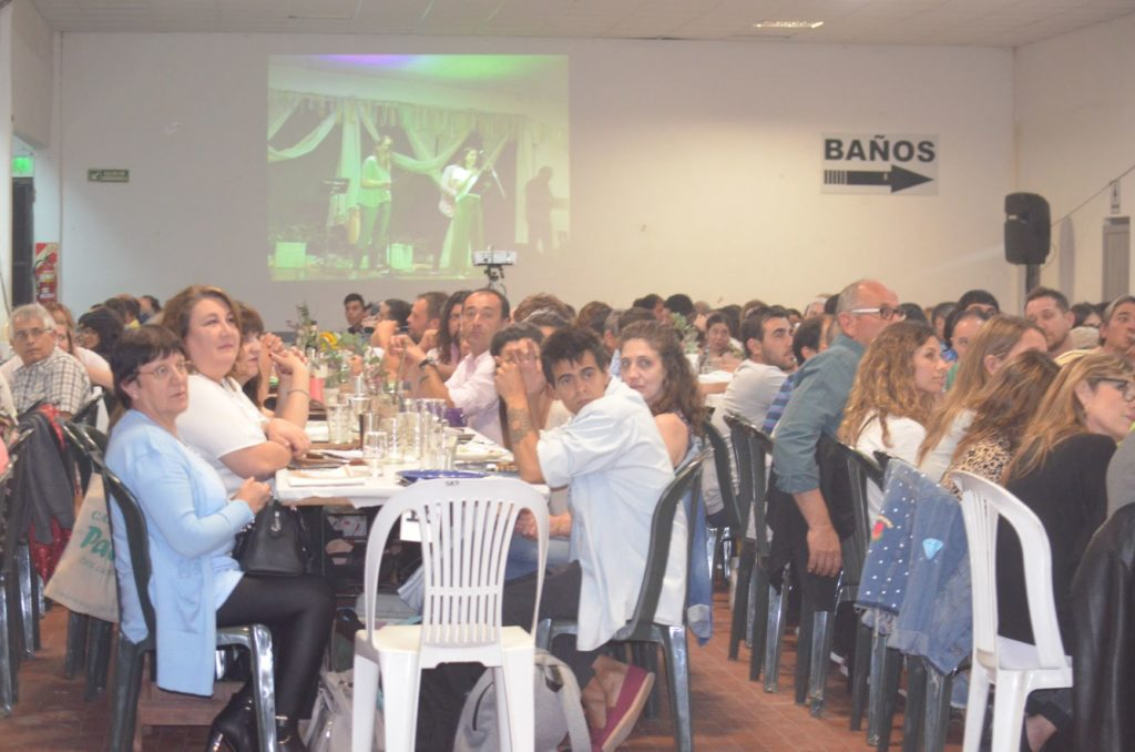 Los trabajadores municipales festejaron su día con cena, baile y sorteos en la Sociedad Rural